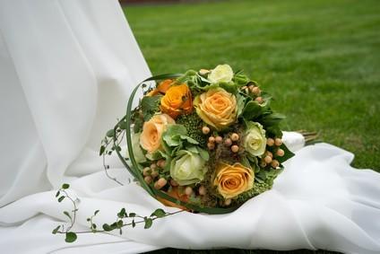 Hochzeitskleid-mit-Schleppe